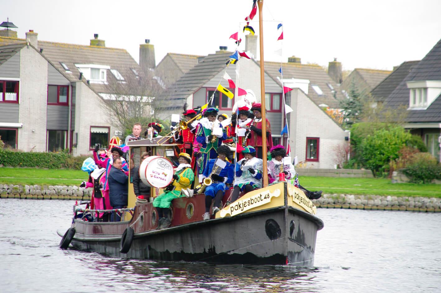 Intocht Sinterklaas met Pietenband Wild Geraas