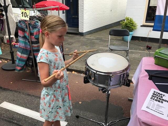 muziekinstrument proberen najaarsfeesten Katwijk aan den Rijn