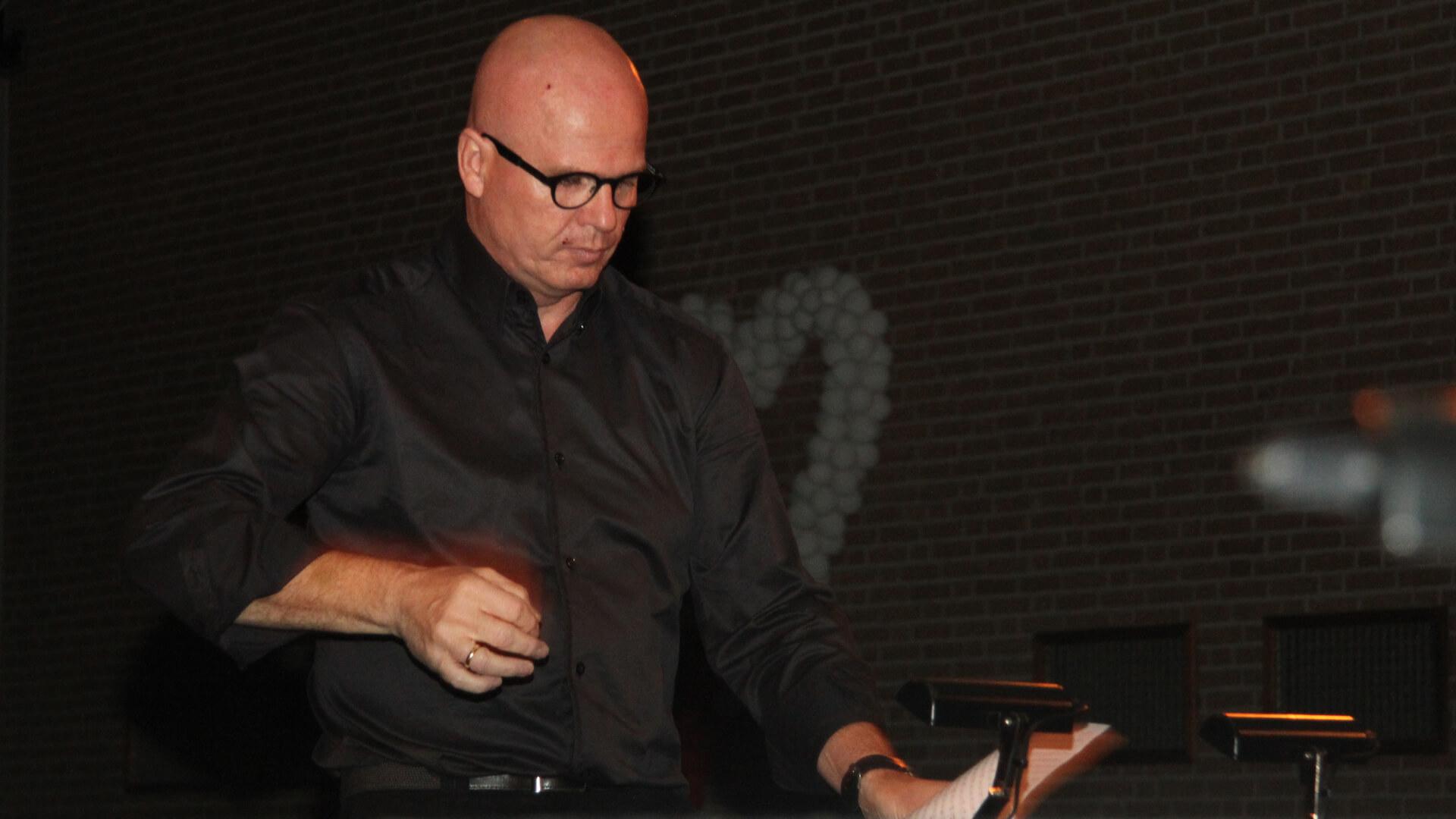 dirigent Wilco van den Oever aspirantenorkest najaarsconcert